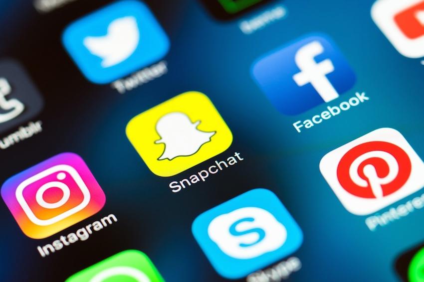 Social Media Draws Consumers