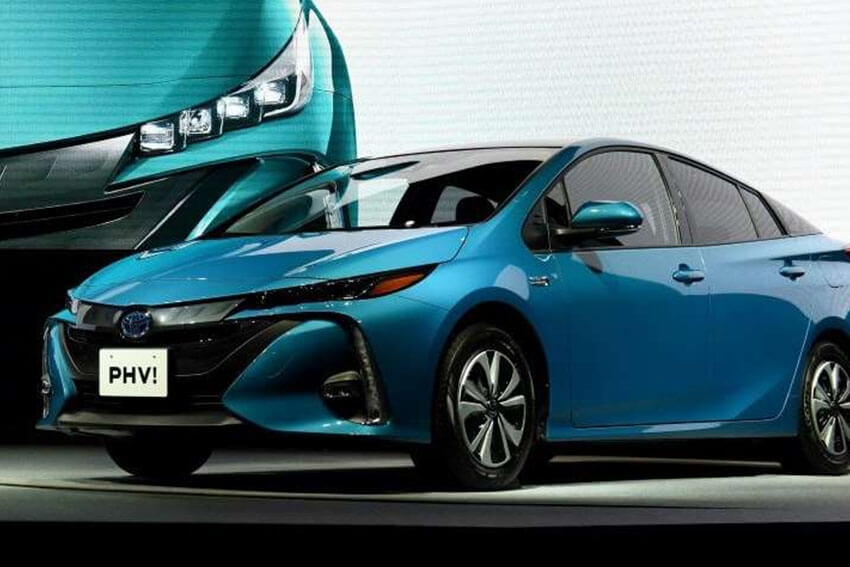 Toyota Volume Dips, but Hybrids Grow