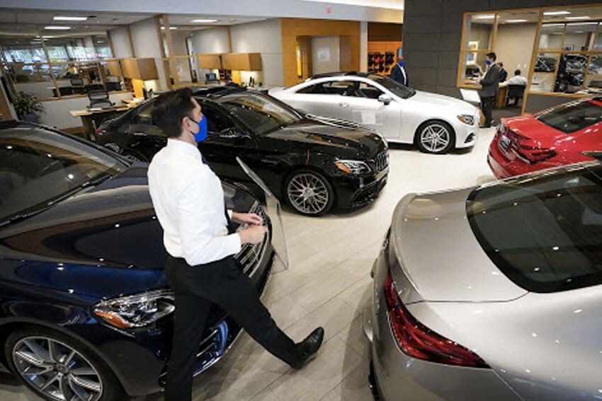 Edmunds: Shoppers Travel Farther for Cars