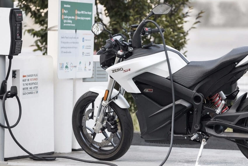 Motorcycle Seller Offers 'Cash for Carbon'